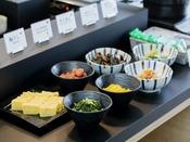 【朝食】和食好きな方にもごはんのおとも、ご用意しております(一例)