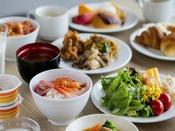 【朝食】朝食ブッフェは、和食から洋食まで充実の内容が嬉しい(一例)