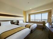 2013年12月にリニューアルしたツインルーム(8階~19階)。ソファベッドを利用して、最大3名さままでご利用いただけます。
