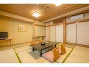 12.5畳の和室のお部屋です。南向きに大きな窓を備えた明るいお部屋です。最大6名様までご利用頂けます。
