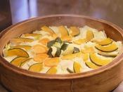 【朝食バイキング一例】日替り「旬野菜の蒸篭蒸し」