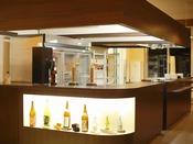 【夕食バイキング一例】ドリンクカウンターとオープンキッチン