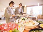 【夕食バイキング風景】女性にうれしい新鮮野菜コーナー♪