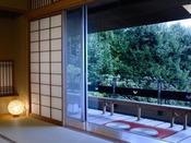 同じく露天風呂付き特別室(12.5畳 + 次の間8畳)。