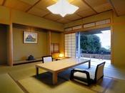 優雅なひとときをお約束する露天風呂付き特別室(12.5畳 + 次の間8畳)。