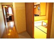 【煌星(きらぼし)】谷川岳眺望「リビング10畳+和室10畳」ご家族やグループ向きの明るい天窓付きのお部屋
