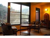 【千草】谷川岳を望む和洋室/洋室(ツイン)10畳+和室6畳