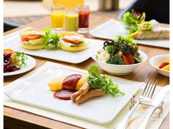 開放感あふれるGarden Cafeで朝食ブッフェ