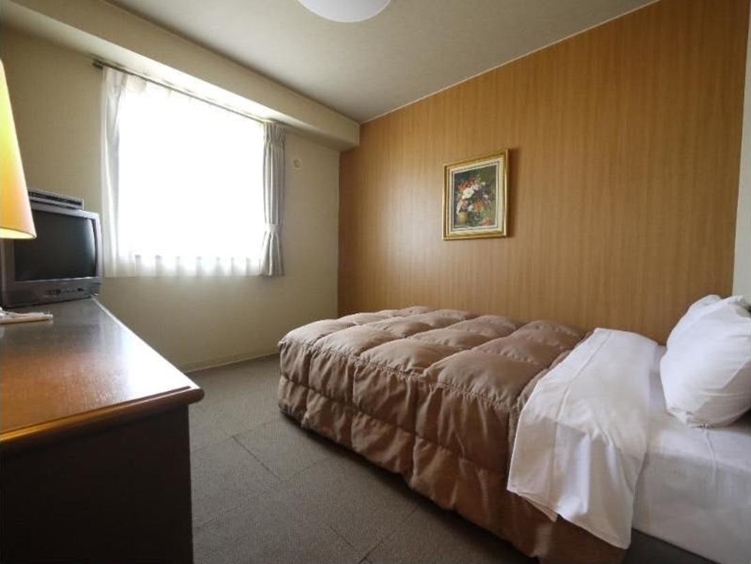 【シングルルーム】ベッドサイズ140×196(cm):無料Wi-Fi、加湿機能付空気清浄器完備!