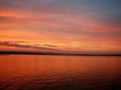夕暮れの七尾湾、赤く染まった海の景色はまさに絶景!中庭から撮影しました