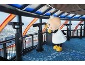 望遠鏡を覗けば、京都の有名スポットを地上100メートルから望めます。