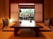 *<別邸 美月庵「森」> ルームインテラスからは庭が見渡せる贅沢な空間。