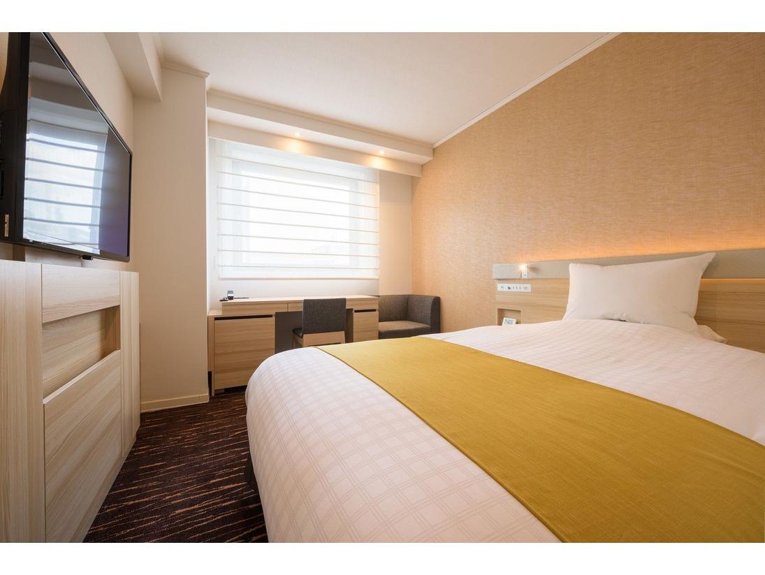 2017年夏、リニューアルしたシングルルーム(1)140cm幅ベッドが1台のお部屋です。ライティングデスクがあり、ビジネスユースに最適!