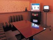 小グループ様やご家族様にはこちら、個室のカラオケルームをご利用ください。