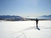 クロスカントリースキーでゲレンデを飛び出そう!コースからは富士山を始め、アルプス、八ヶ岳が一望