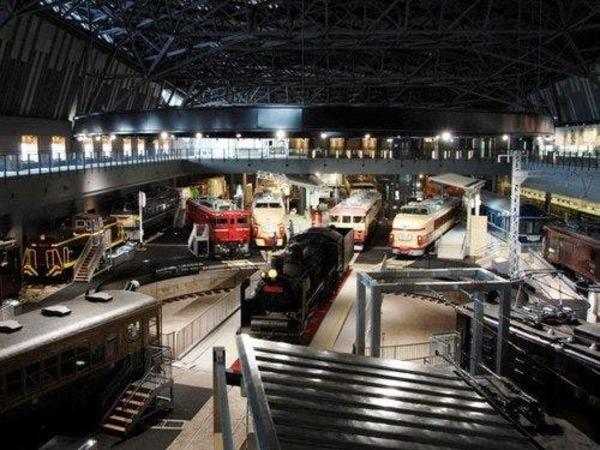 近隣の鉄道博物館も約10分で行けます。