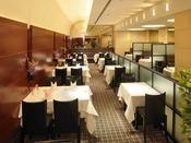 2F中華四川料理【重慶飯店】本格中華四川料理で知られる横浜中華街の名店。 新鮮な山海の珍味を贅沢に組み合わせて生まれる名菜の数々を、心ゆくまでご堪能ください。あらたまった集いのお席には個室をご利用いただけます。