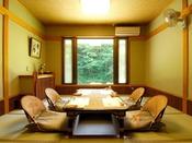 お食事は和食事処「四季亭」または洋室「葉月亭」でご案内いたします