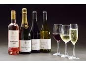 人気のテイスティングセットです。シャンパン1杯とグラスワイン2杯(赤・白・ロゼから2種類)を飲み比べできます。