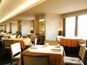 3F MICURAS Dining活気溢れるスタッフが、笑顔でお客様をお迎えいたします。