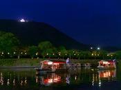 【遊覧船】 ホテルの目の前の清流・錦川での楽しめる遊覧船。岩国の「夜の旅情」を味わいたいならぜひ!