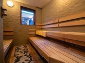 【朝霧の湯】[サウナ] 日本人に馴染み深いドライサウナです。じっくり汗が出るのを待ち、水風呂へ♪