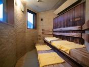【夕霧の湯】[サウナ] 日本人に馴染み深いドライサウナです。じっくり汗が出るのを待ち、水風呂へ♪