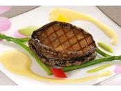 別注料理:蒸し鮑ステーキ(時価)