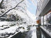 中庭雪景色