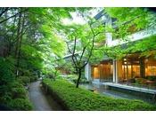 四季を映す美しい日本庭園