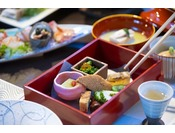 こだわりの日本食をこころゆくまで♪(料理はイメージです)