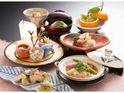 日本料理【花凜】優しく穏やかな和らぎにつつまれて、モダン情緒がほどよく薫る本格的な会席料理はいかがですか。さりげなく季節を知らせる一輪ざしのお花のように、凛として気品に満ちた美食をお愉しみいただけます。