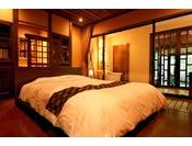 *<別邸 美月庵「森」> クイーンサイズのベッドを配したベッドルーム