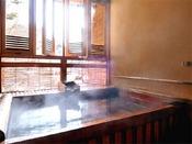 *<和邸 山王院「舞」> 吹き抜ける四万の山の薫風。眺めが素晴らしい露天風呂。