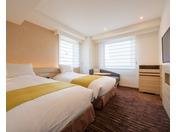2017年夏、リニューアルしたツインルーム(1)110cm幅ベッドが2台のお部屋です。角部屋に位置したお部屋で、お子様連れのお客様やご友人同士での旅行に便利です。