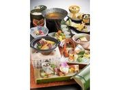 季節折々の旬の食材と、新鮮なお造り、鳥取黒毛和牛を食すことができる一番人気のスタンダード会席