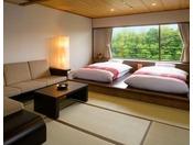 【あずまし和洋室】青森の調度品を使用した懐かしい和室の寛ぎ空間とゆったりと寛げる洋室が備わったお部屋