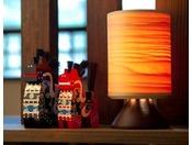 【和室 あずまし】縁起物の「八幡馬」、ブナの柔らかな質感が特徴のブナコ照明