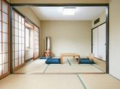 山側37平米スタンダード和室。次の間が畳のタイプです。海はご覧いただけませんが、お子様連れのファミリーにおススメのお部屋。