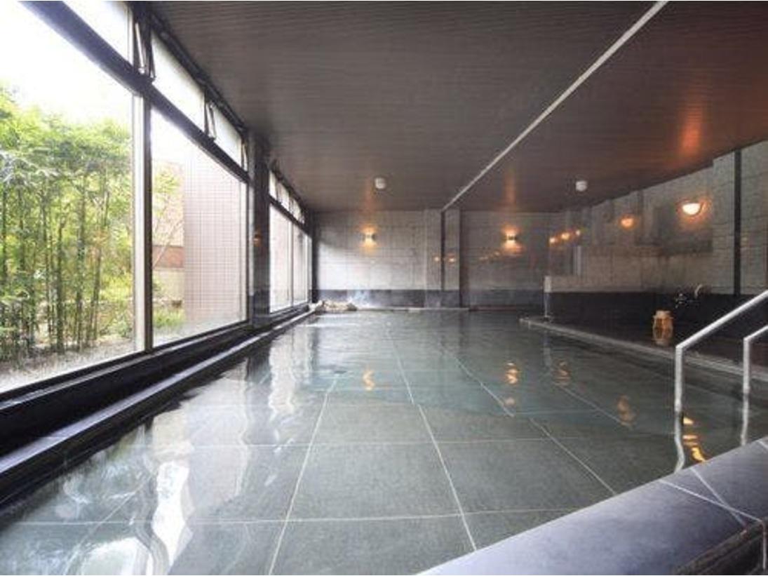 屋内大浴場。日本三大美肌の湯をゆっくり味わいたい(写真は女性用)