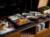 朝食ブッフェ「サラダやフルーツ、自家製ジャム等女性に嬉しい朝食もご用意しています。」