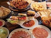 【朝食ブッフェ】お好みの具材で作る「ベーグルサンド」がおすすめです!