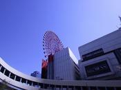 【HEP FIVE】ホテルより徒歩圏内。若者向けファッション中心としたファッションビル。赤い観覧車が目印です。アクセス方法などお気軽にお尋ねください。http://www.hepfive.jp/