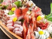 【舟盛】新鮮な日本海の幸を丸かじり!(季節やプランによって変わります)写真は5名様盛りです