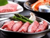 【ビーフステーキ】ジューシーでボリューム満点のステーキで、お腹いっぱい!