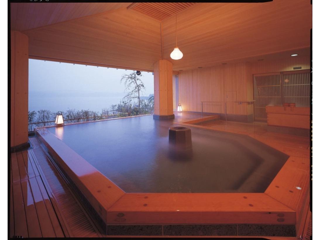 檜の露天風呂でゆったりのんびりと