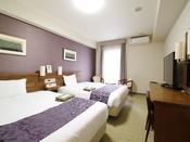 【スタンダードツイン】26平米 ベッドサイズ 140cmファミリーにも最適なお部屋です。寝心地満点のダブルサイズのベッドでゆったりくつろぎください。個別空調マイナスイオン発生・使い捨てスリッパ中敷(快足くん)など■ダブルベッドで最大4名