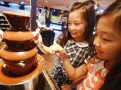 女性やお子様にも大人気のチョコレートフォンデュ♪デザートも豊富にご用意!