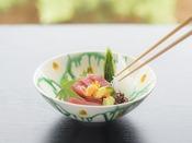 器にもこだわり、日本料理の繊細な美しさを表現した会席料理をご用意