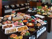 【夕食バイキング(イメージ)】新潟県産食材をふんだんに使ったホテル自慢のディナーバイキング。
